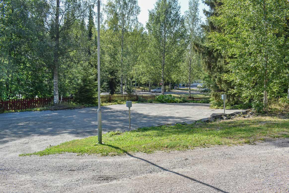 Survo Rentillä on laajennettu uutta parkkipaikkatilaa.