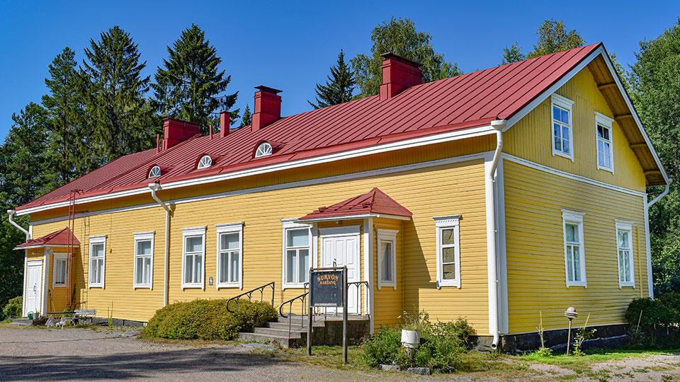 Survon Kartano on yksi Survo Rentin alueen päärakennuksista.